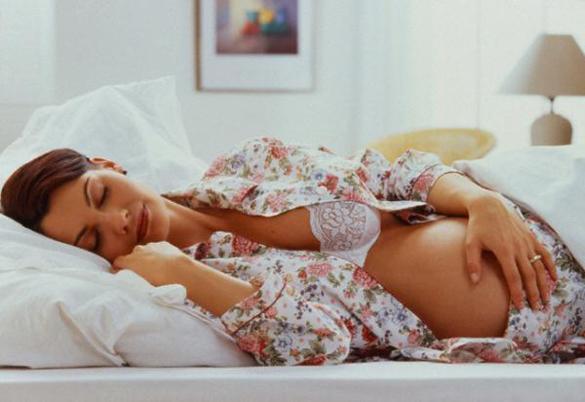 Можно ли спать на животе на 8 неделе беременности