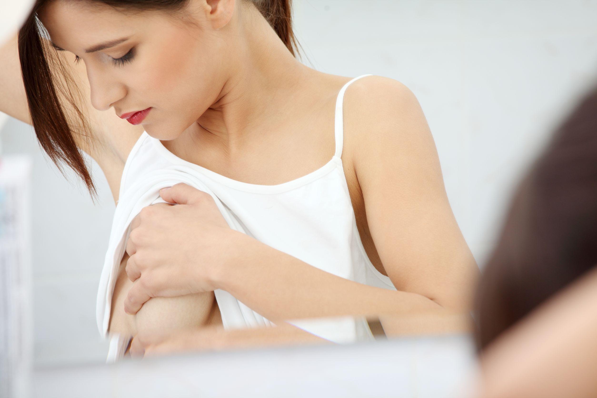 Может ли болеть грудь в первые недели беременности