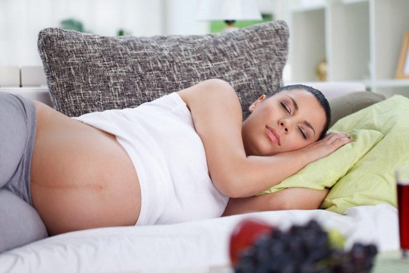 Как спать беременной на 20 неделе 57