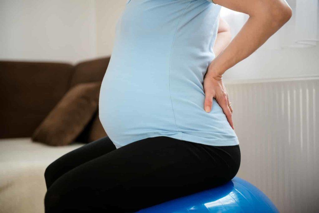У беременной прострелило спину 70