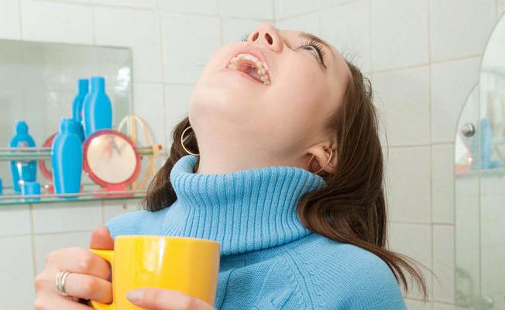 Чем полоскать горло при ларингите в домашних условиях