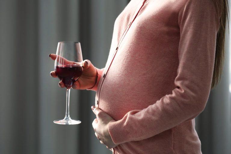 Вино приводит к алкоголизму