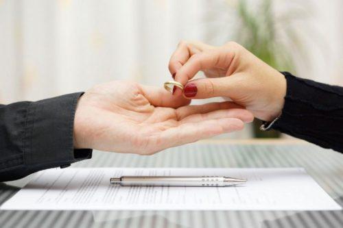 Развод при беременности жены в 2020 году: расторжение брака по инициативе одного из супругов