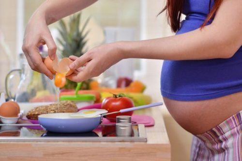 Еда на первых неделях беременности