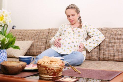 Тошнит даже после еды при беременности