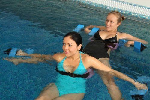 Для пользы будущей мамы плавание при беременности в бассейне